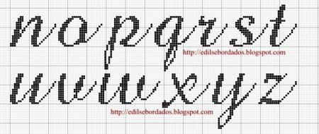 Monograma borboleta delicada em ponto cruz 9